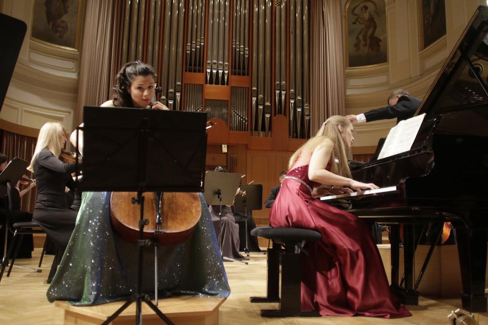 Vita Peterlin, violončelo, Maja Gombač, klavir - foto: Goran Antlej