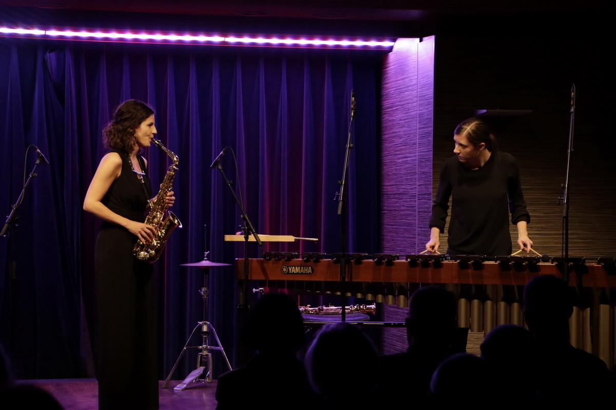 Duo Ikt. Janina Lorenci, saksofon, Lola Mlačnik, tolkala, Foto: Goran Antlej