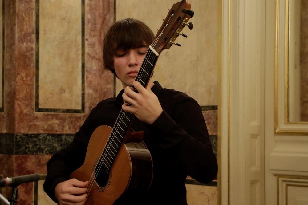 Matej Berlot, kitara, Foto: Goran Antlej