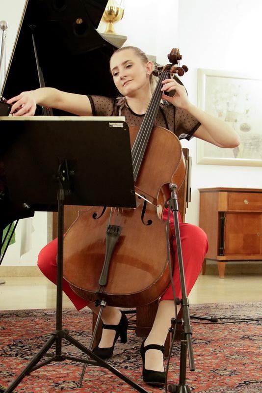 Klavirski trio Aurum, Neža Verstovšek, violončelo, Foto: Goran Antlej