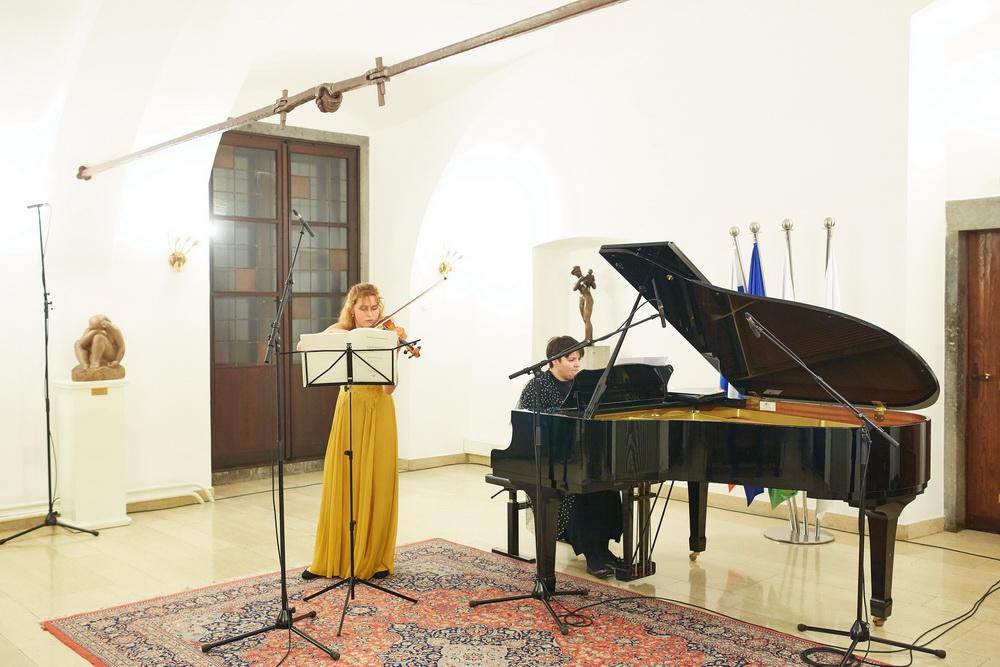 Kaja Sešek, violina, Tea Andrijić, klavir, Foto: Janez Kotar